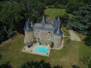 Vue-aérienne-du-château-de-la-frogerie
