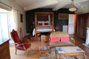 grande-chambre-du-château-de-la-frogerie